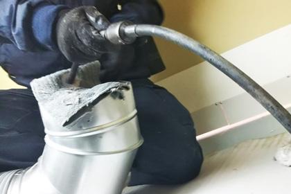 専門機器を使った徹底清掃